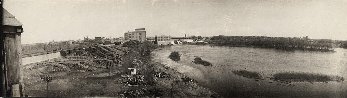 Dam and Power Plant of the Little Falls Water Power Co. on Mississippi River at Little Falls, Minnesota (4/19/1923).